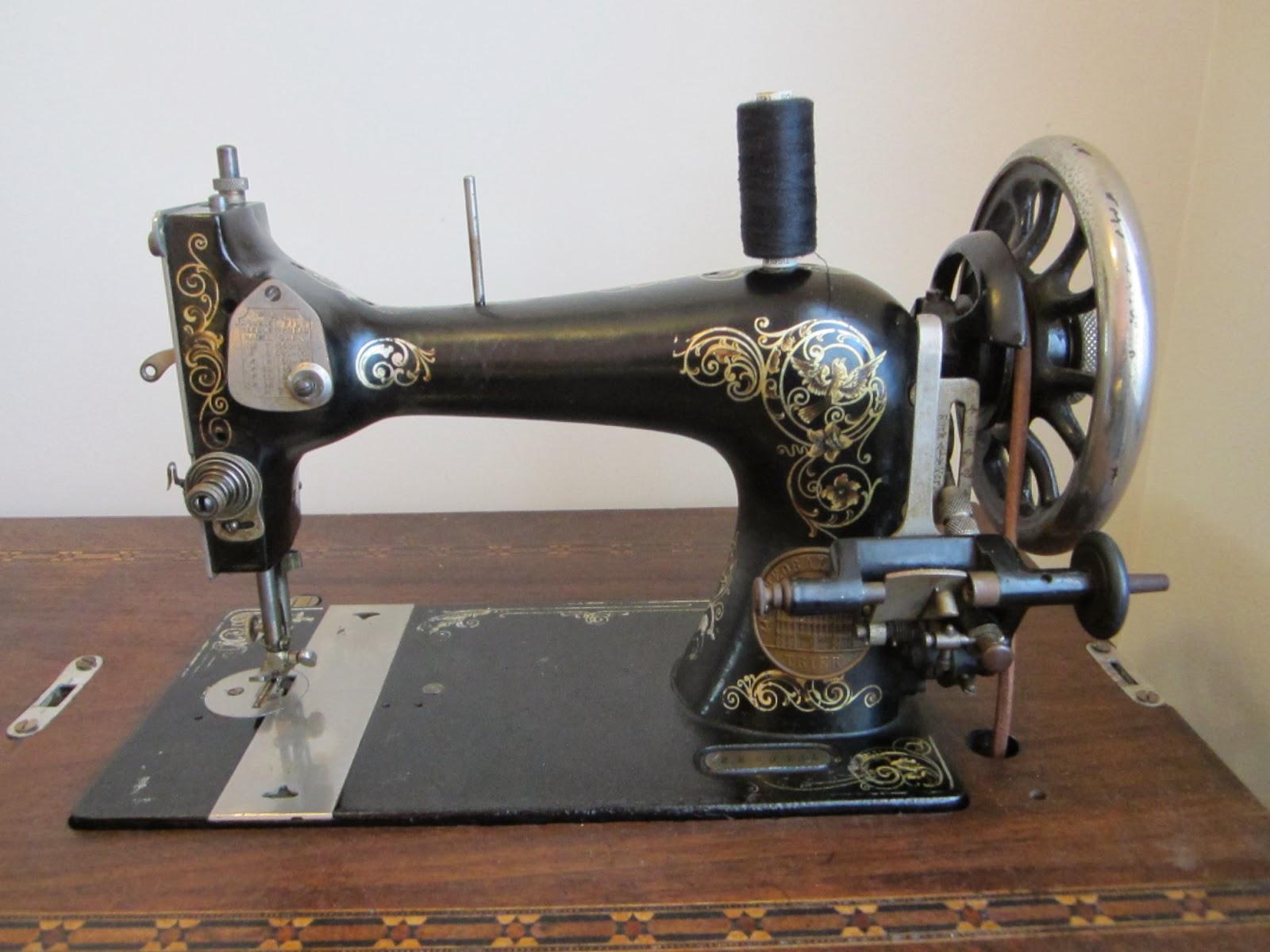 Le blog de callisto gritzner - Comment mettre une canette dans une machine a coudre singer ...