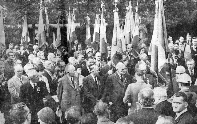 Remise des drapeaux aux sections de l'Union