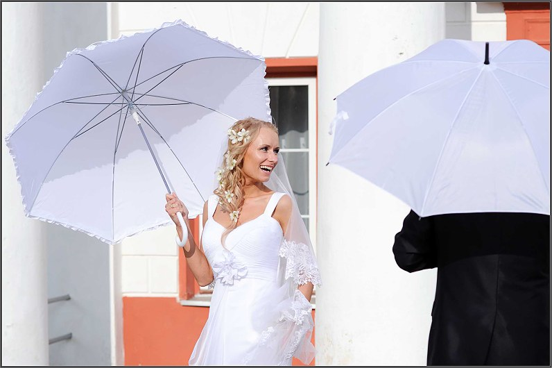 balti vestuvių skėčiai