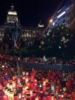 svíčky na Václavském náměstí