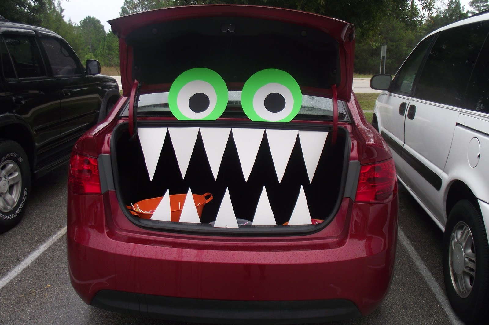 easy decorations for any car - Halloween Decorated Cars