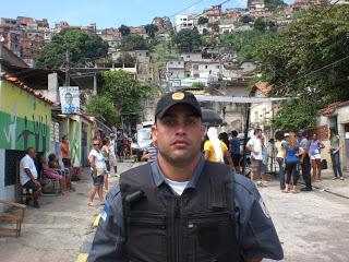 Policial Do Bope Pego Na Cam Batendo Punheta E Enfiando O Dedo No Rabo