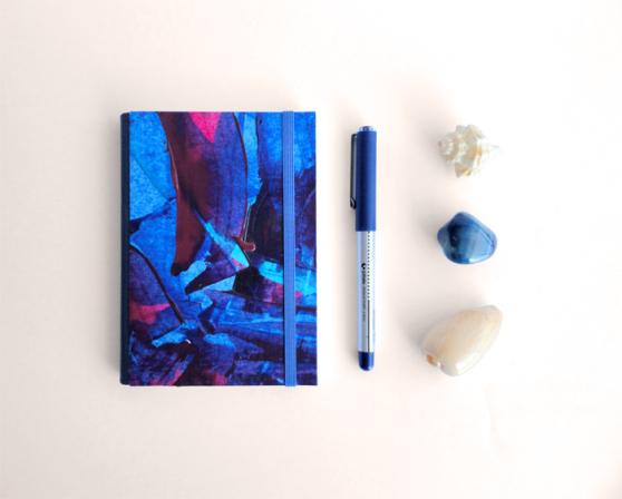 """Kinm Bernal, Kinmcuadernos, Cuaderno A6 """"Océano azul"""" """"Blue Ocean"""" (tamaño bolsillo) Hecho a mano 100% / 15x 21cm / 140 pp papel blanco 100gr. /  Tapa dura con pintura original de Kinm Bernal / Pieza única"""