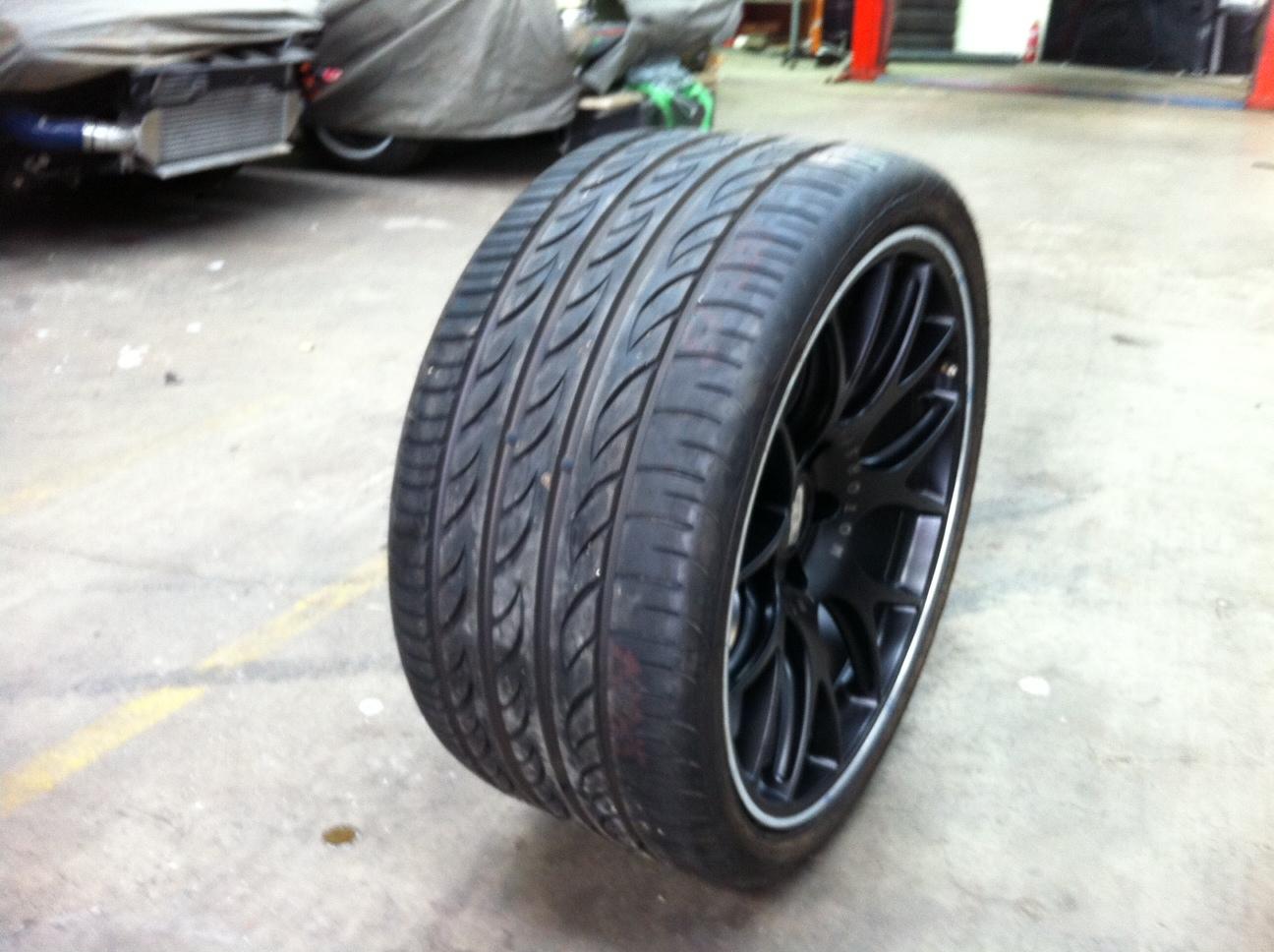 http://2.bp.blogspot.com/-FHqoCJqOC0Q/UCzwr9nSsCI/AAAAAAAABCk/dmTTm2CIP3c/s1600/325:25:20+Pirelli+P+Zero.JPG
