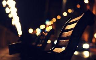 brezdomec je človek ki nima doma │ jaz imam kje prespati │ misli zaplešejo v dimu cigaret
