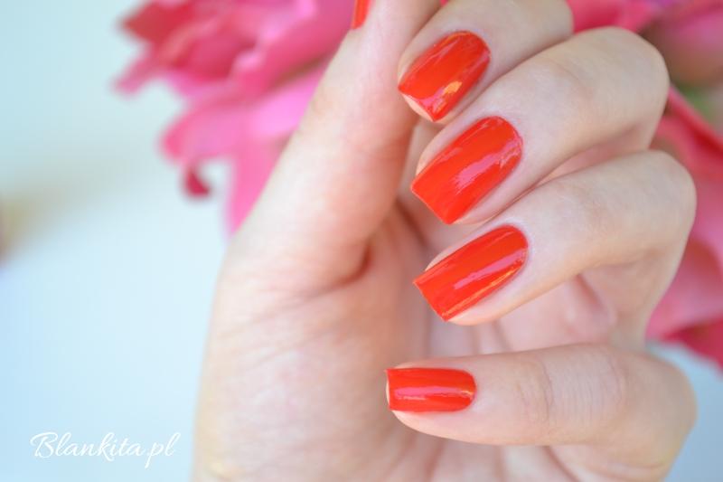 lakier do paznokci, czerwony lakier, klasyczna czerwien, colour go, lakiery essence,