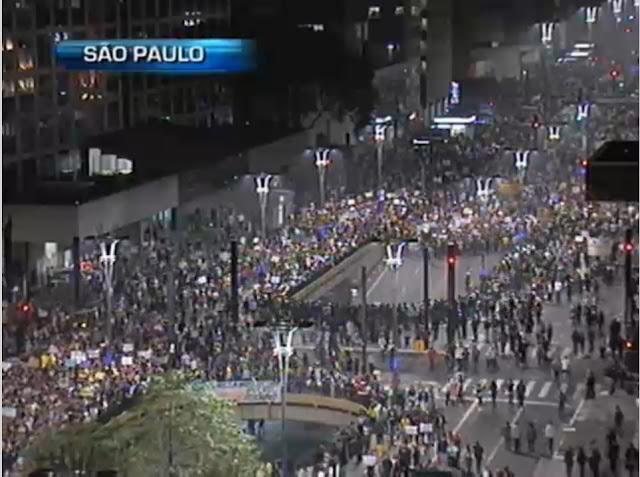 Fabebook. Avenida Paulista. Imagens da Band, abertas à Internet. Na televisão Nigéria e Uruguai pela Copa da Confederações