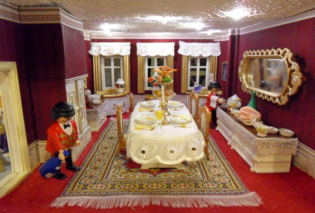 Houghton hall pt11 bedroom bathroom changes to the for Playmobil dining room 5335