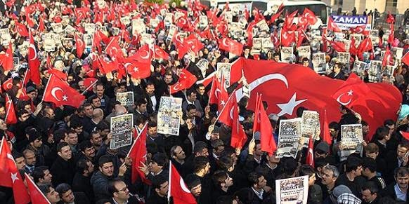 Thousands gather across Turkey to protest police raids against media