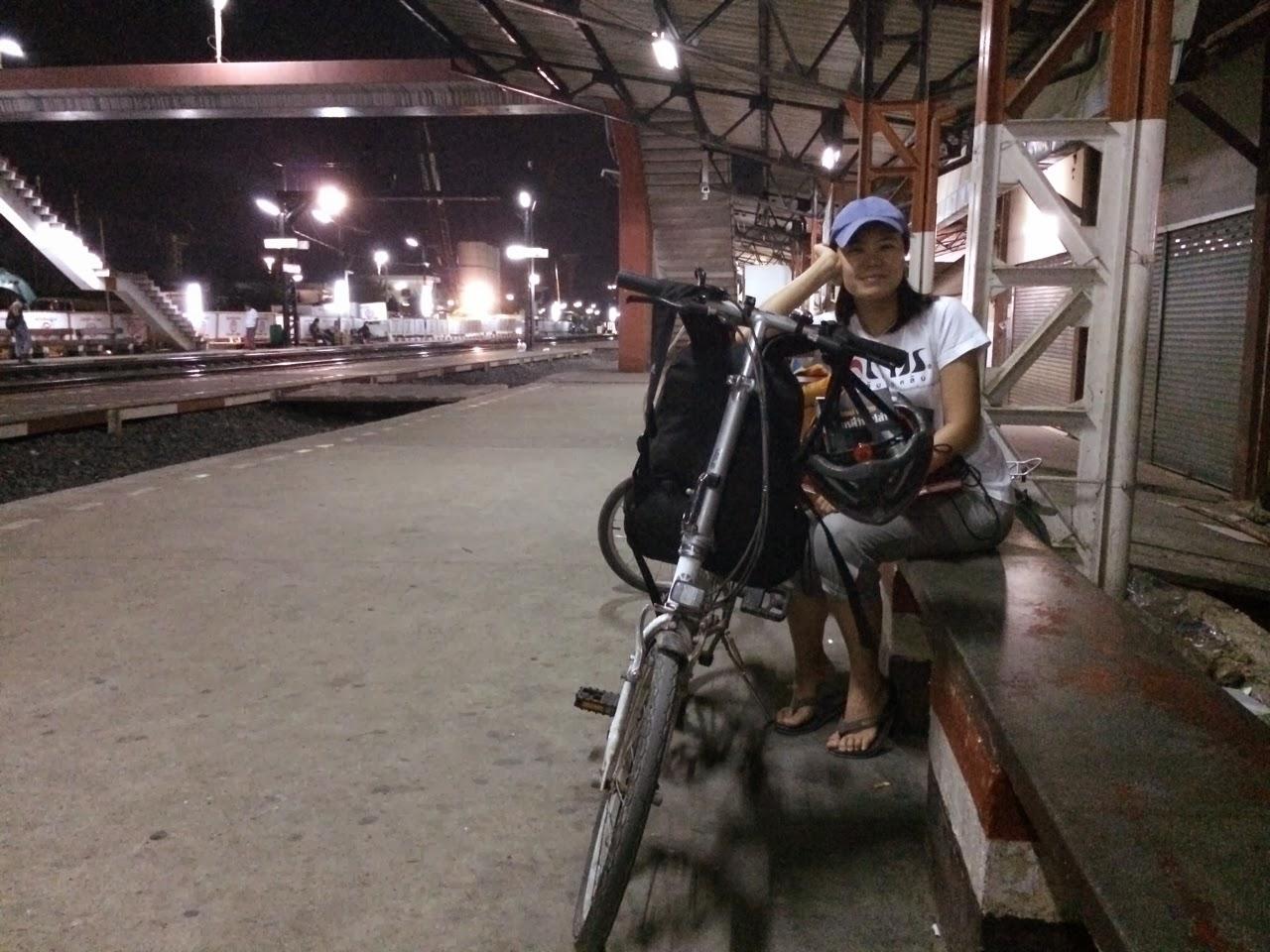 บรรยากาศสถานีรถไฟรังสิตยามดึก