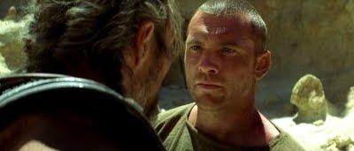 Persée (Sam Worthington) parlant avec Draco (Mads Mikkelsen) dans Le choc des titans (2010)