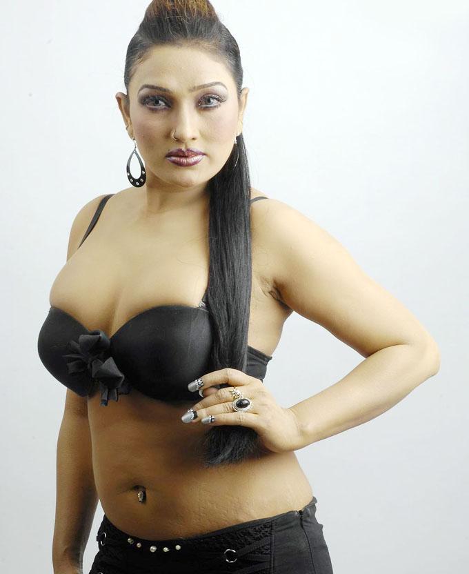 Ramya sri hot actress cleavage pics