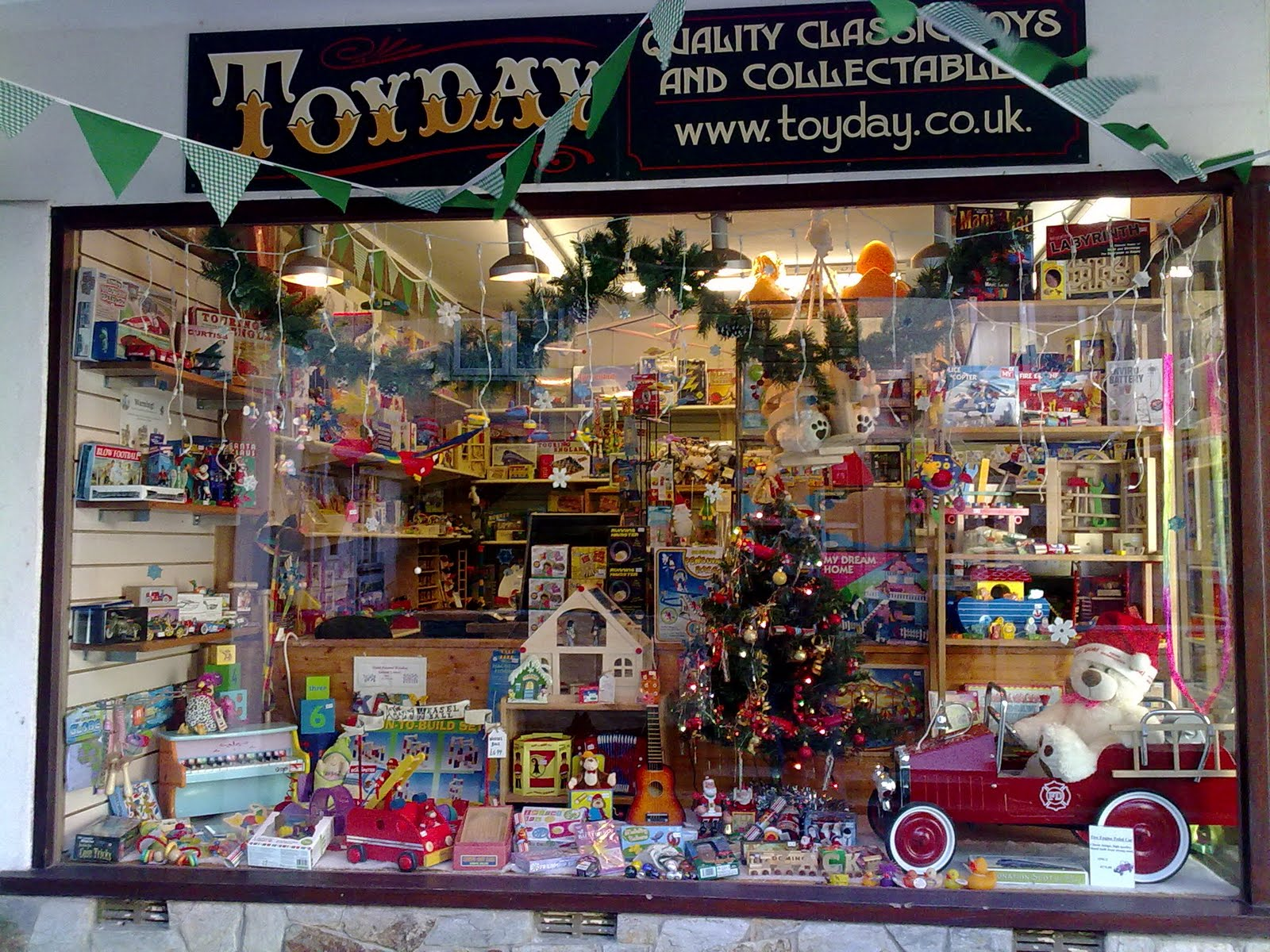Christmas Toy Store : Toys christmas window in looe