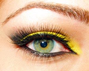 eyeliner amarillo