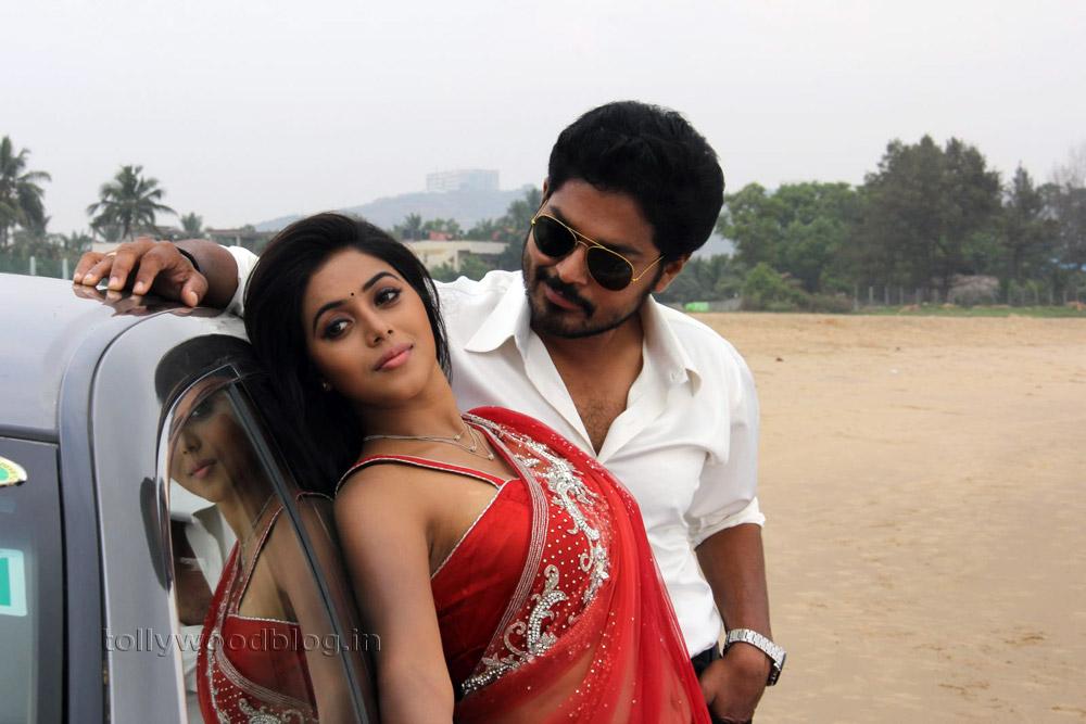 Poorna romantic stills from movie Naku Nachani Padam Prema