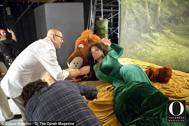 oprah berfoto dengan singa
