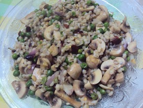 mushrooms and peas ...pasta style...but no pasta , it's pearl barley...