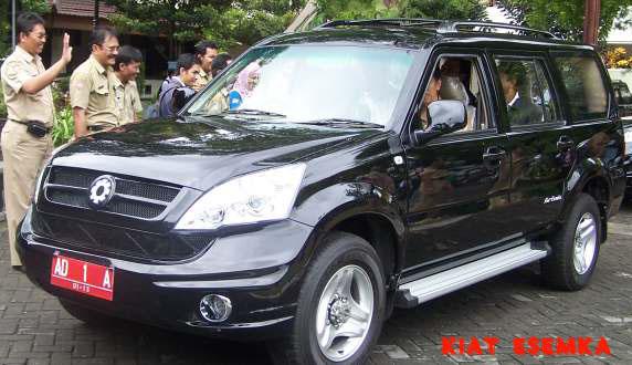 Uniknya Konvoi Mobil Kiat Esemka Ke Jakarta