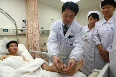 Dr. Tang Juyu, a tissue and wound repair specialist, attached Wei's hand on his ankle to keep it alive.