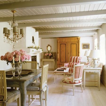 Keltainen Talo Rannalla Kes Kuuta 2012