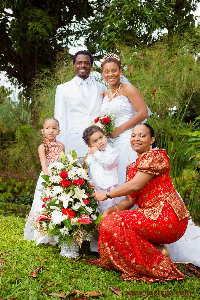 Mariage de Steffy et Manuel: domaine de Séverin, jolie robe rouge