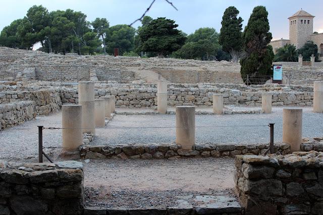 La Stoa en la ciudad griega de Ampurias