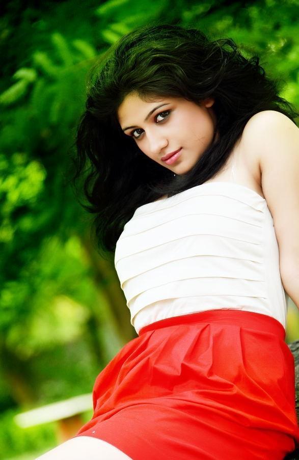 Actress supriya stylish dress photos