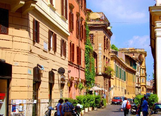 CALLE TRASTEVERE  Trastevere-street-scene