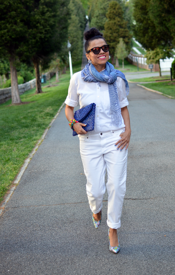 White boyfriend jeans street style