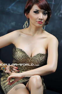 Roro Fitria for Popular World Magazine, January 2013 (Part 1)