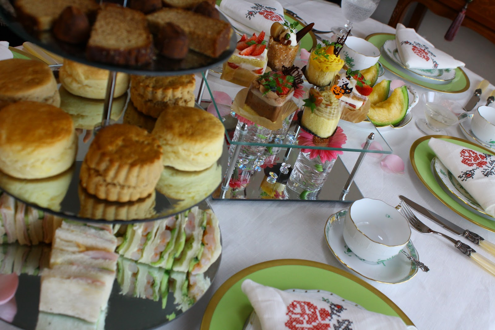 Table de France: Afternoon Tea Table Decoration