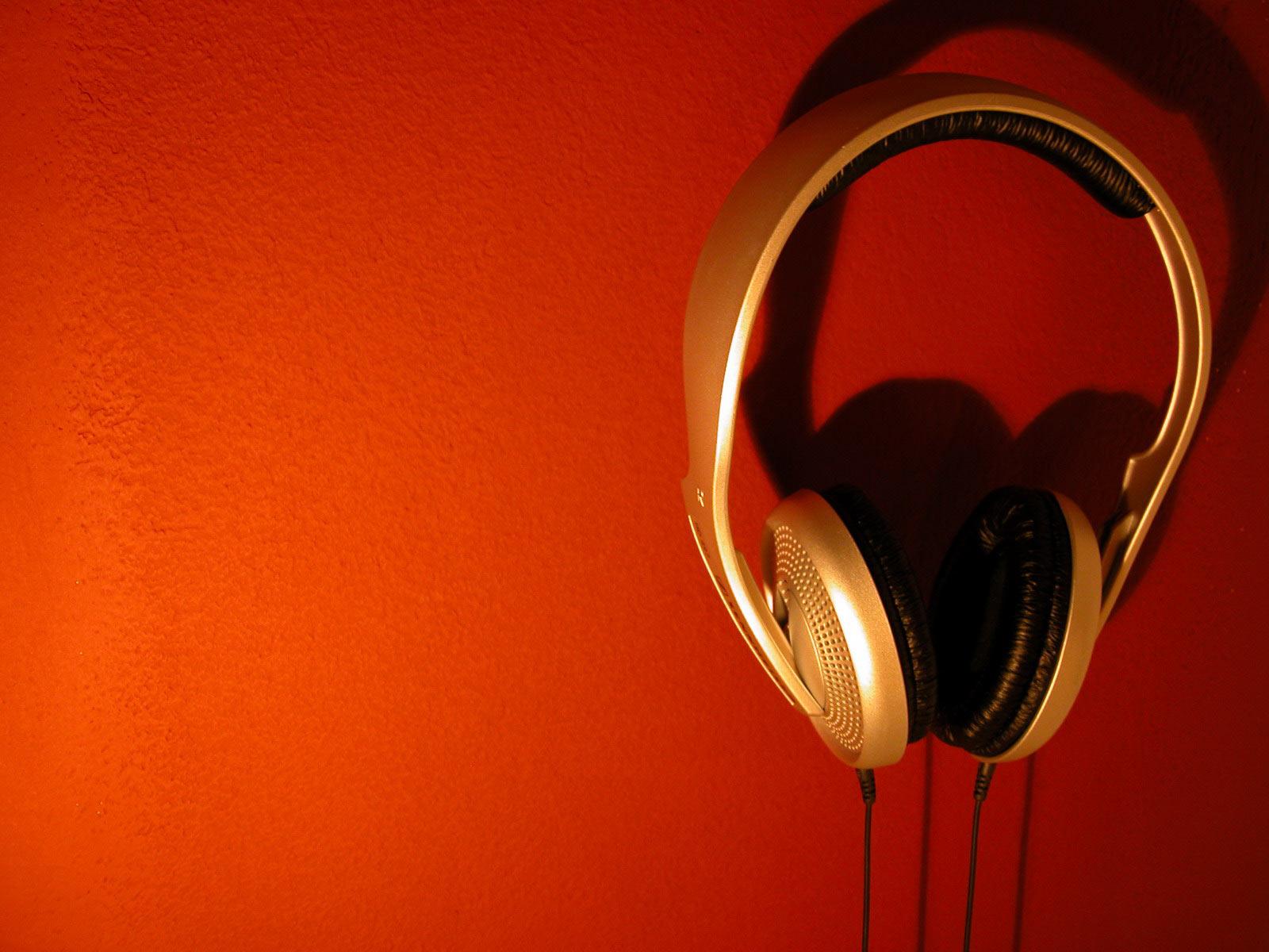 http://2.bp.blogspot.com/-FLNJ6koRel8/TmkUmunmCQI/AAAAAAAAAGM/TDqnum7T6mQ/s1600/1738-dj-disk-jockey-wallpaper.jpg