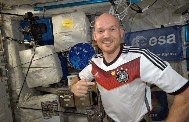 Astronauta alemão vibra com o tetracampeonato direto da estação espacial