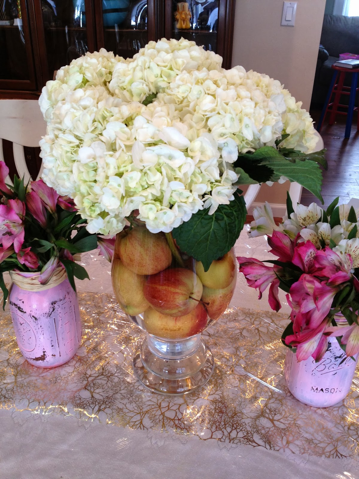 Not 2 shabbey diy flower arrangements wrap very large leaves around the edge on the inside of the vase then add your flowers reviewsmspy