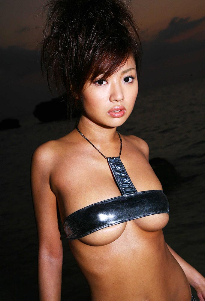 kana tsugihara hot bikini photos 03