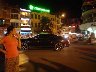 Bentley em Hanói