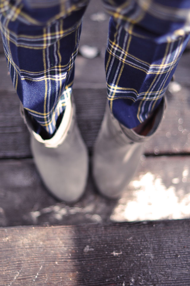 plaid pants, gray ankle boots, grungy look