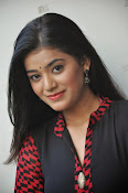 Yamini bhaskar glam pics-thumbnail-12