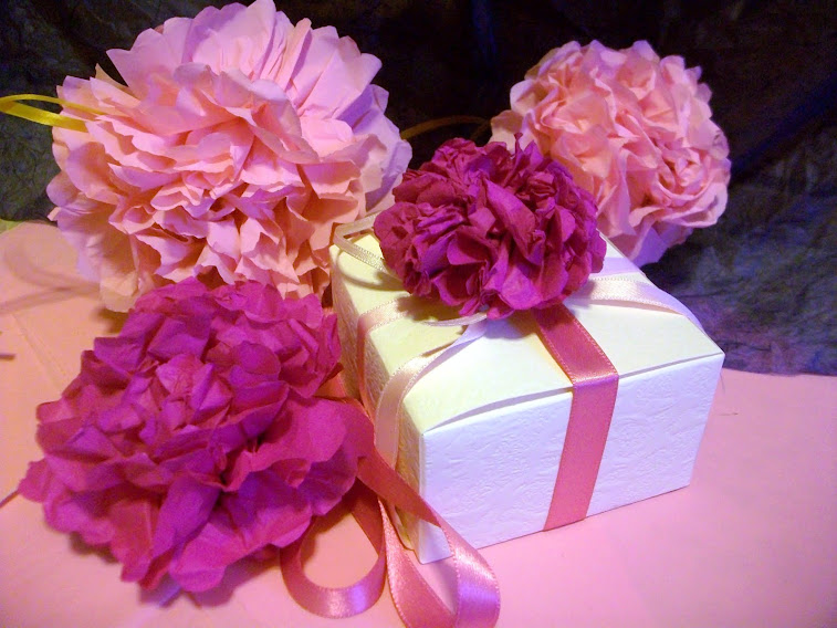 Bomboniere confezionate con fiori Azalee fatte a mano