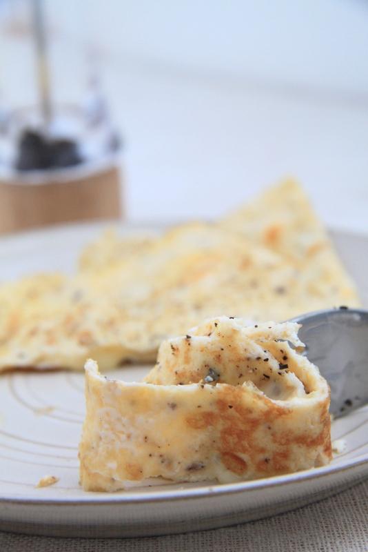 Omlet z serem camembert