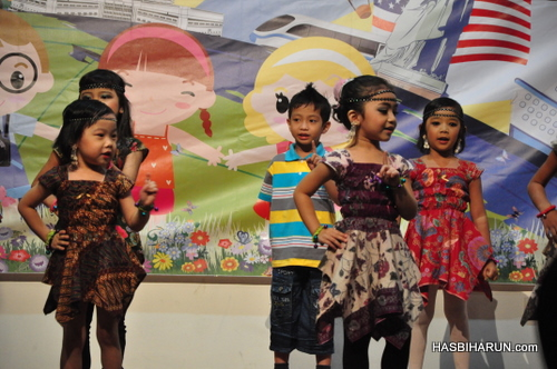 Tari dangdut in Smart Reader Kids Annual Concert and Convocation 2012 by Hai O garam buluh top agent