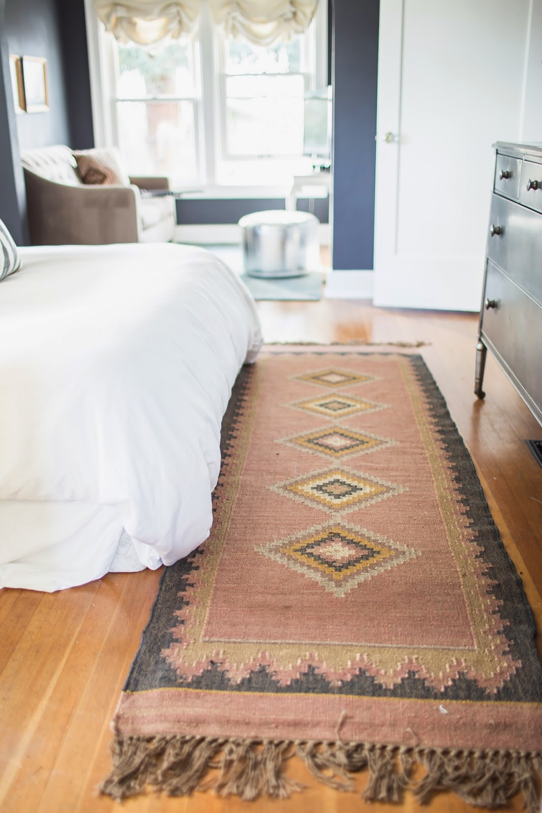 My sweet savannah a stylist 39 s fashionable home tour for Rug in bedroom
