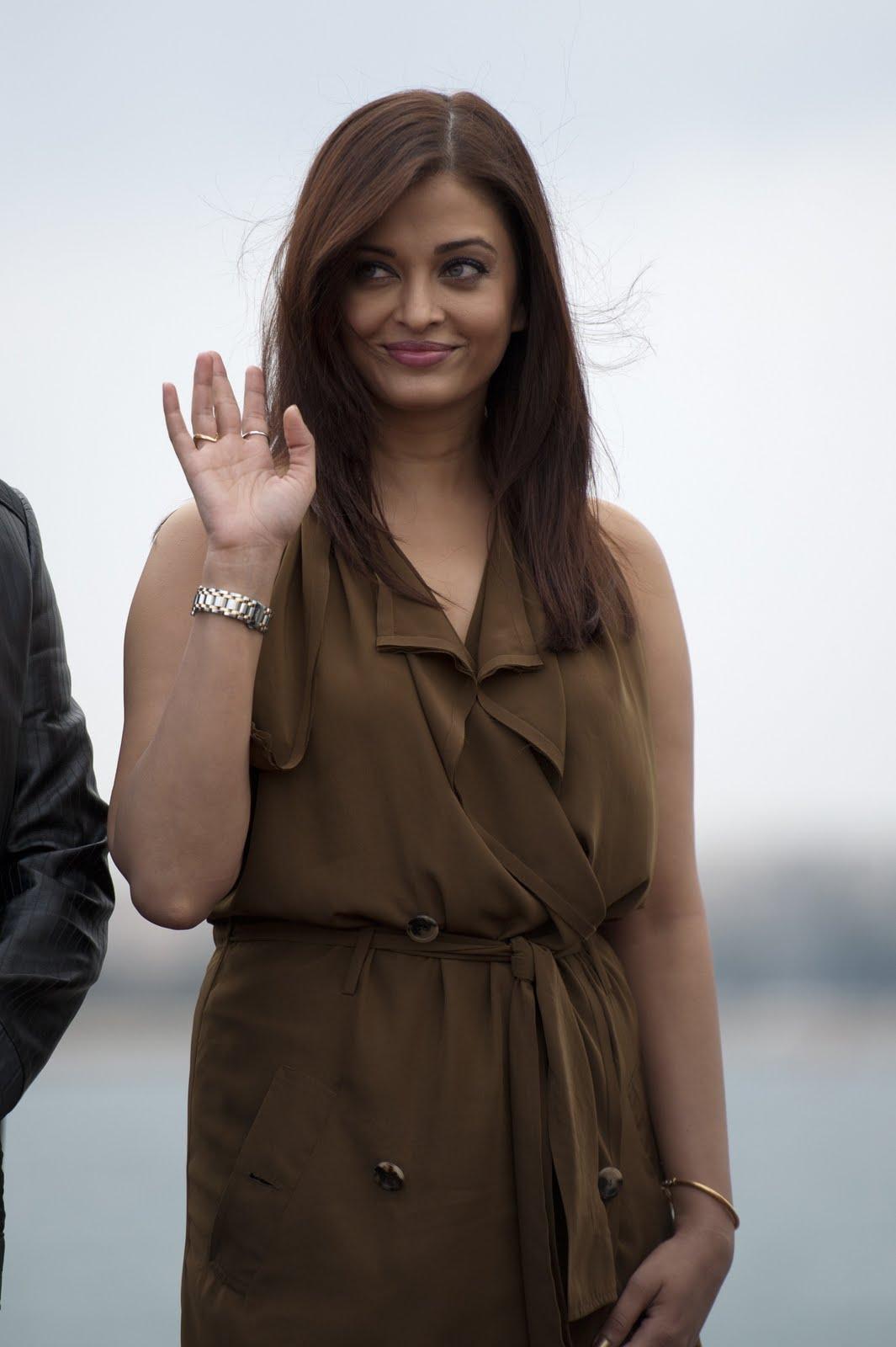 http://2.bp.blogspot.com/-FMXrpzscqrk/Ti3AMb48PVI/AAAAAAAADNM/awtmK5znlZU/s1600/Aishwarya-Heroine+%25288%2529.jpg
