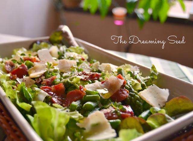 lo smartcooking e l'insalata aromatica con verdure di primavera e prosciutto croccante