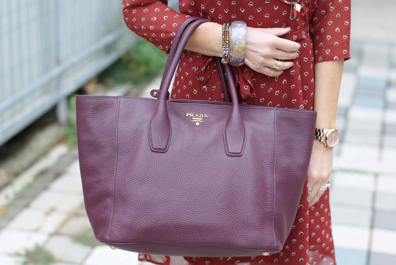 Prada aubergine colored tote on Fashion and Cookies fashion blog, fashion blogger style