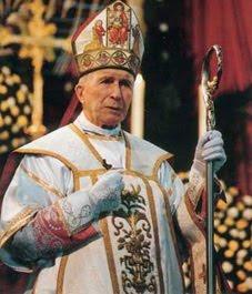 Mons. Marcel Lefebvre, Arzobispo.