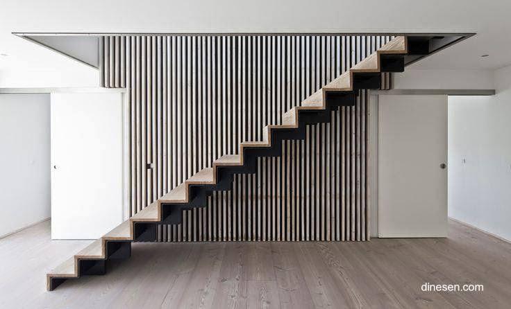 Escalera interior minimalista en Dinamarca