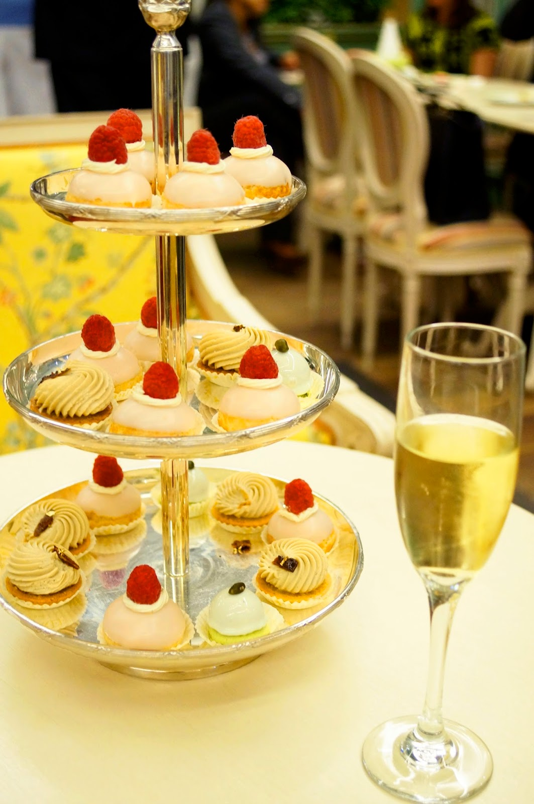 Desserts and Champagne, how fabulous!
