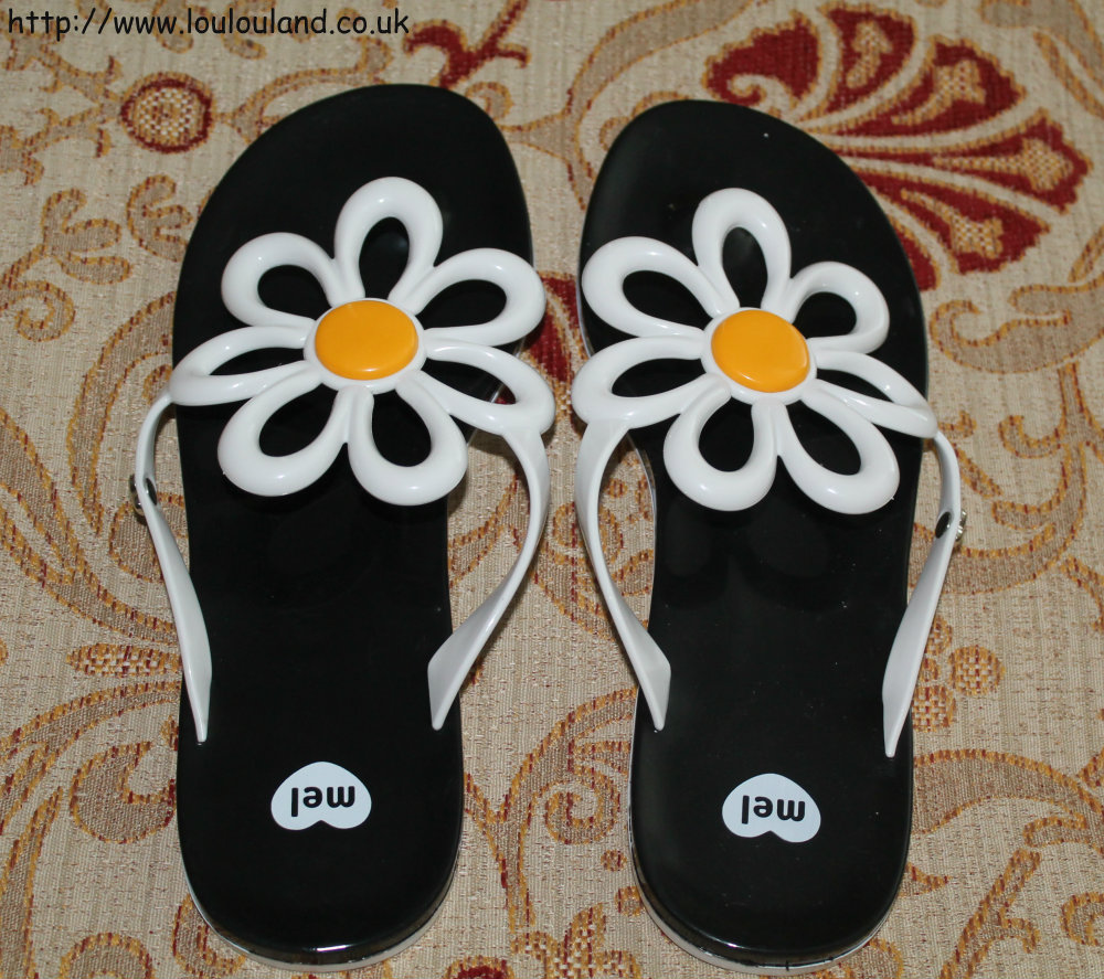 Black sandals littlewoods - These Are The Mel Flower Flip Flops And I Love Them I M A Huge Fan Of Daises As You Probably Now And I Just Loved The Sharpness Of The Black
