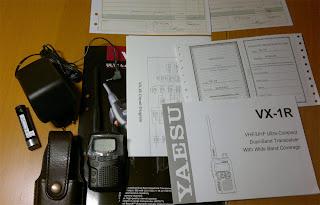 Yaesu VX-1R Säljes med instruktionsbok, kretsdiagram och extra batteri (AA) hållare.